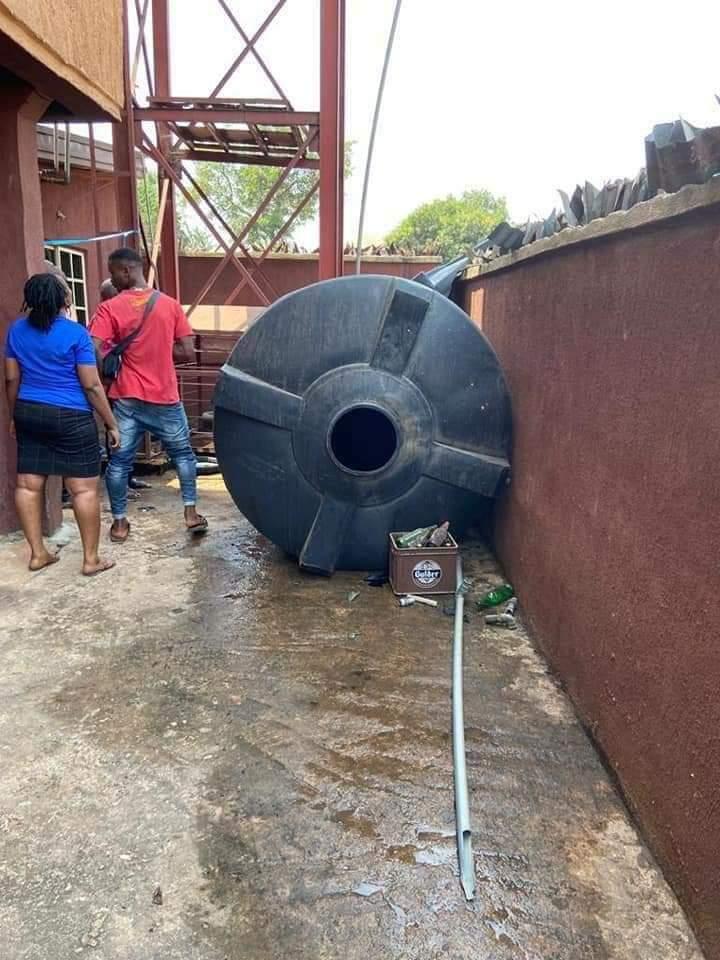 Overhead Tank Falls Into A Primary School, Kills 2 Kids
