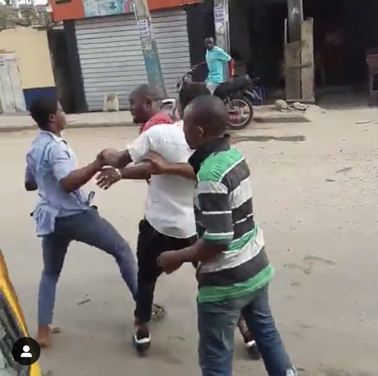 Student Fights His Teacher For Failing Him - See Photos