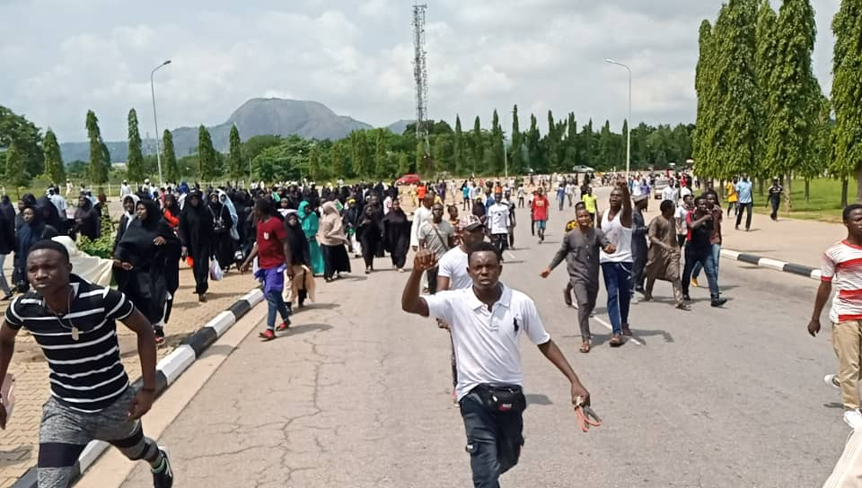 Police Opens Fire To Kill Shite Protesters In Abuja