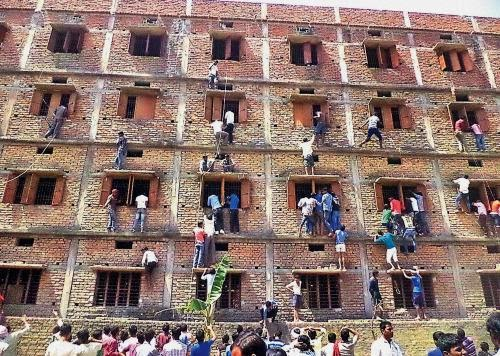Indian Parents in Bihar climb wall to aid students in malpractice