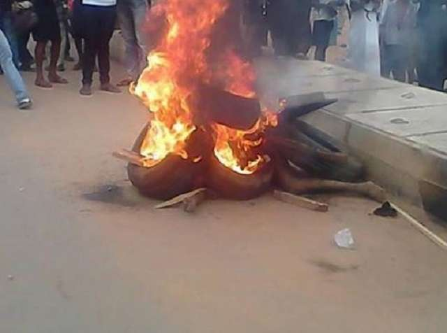 Two Suspected Kidnappers Set Ablaze In Lagos By Residents