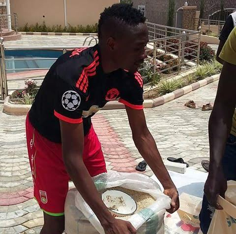 Ahmed Musa Helps Fight Hunger in Nigeria By Distributing Rice in Jos