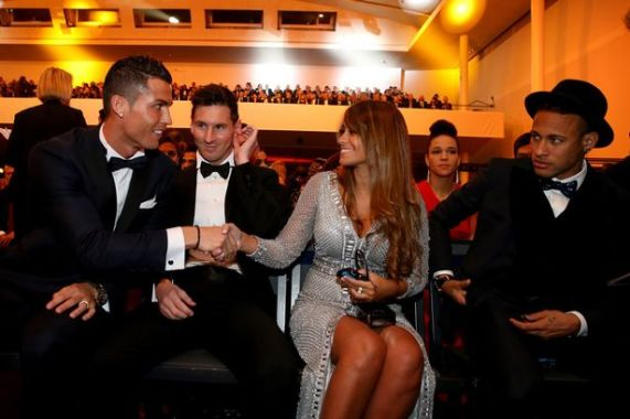 The Look on Neymar and Messi's Face When C Ronaldo greeted Messi's Girlfriend