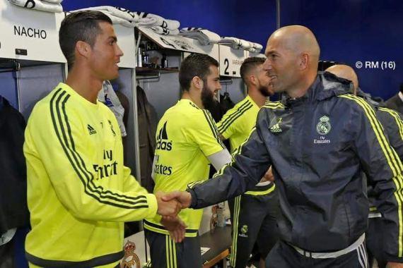 Zinedine Zidane starts training Real Madrid Squad - Photo with Ronaldo