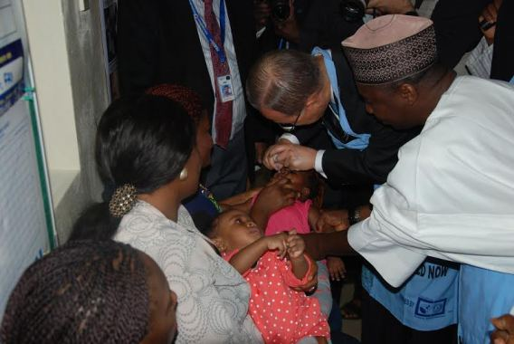 UN Secretary General immunizing children in Abuja