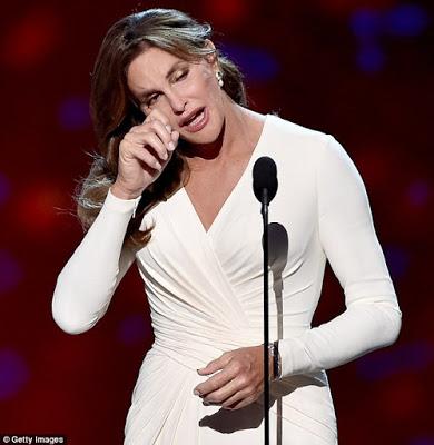 Caitlyn Jenner takes her first award - ASHE award