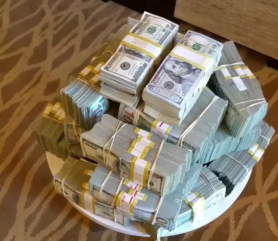 Floyd Mayweather needs to constantly remind us he made $300m in a year