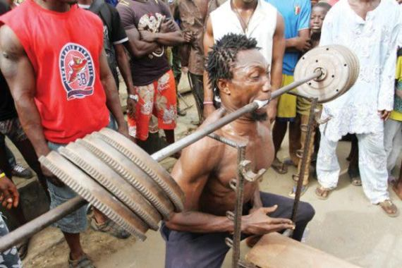 Nigerian man lifts 150kg iron with teeth