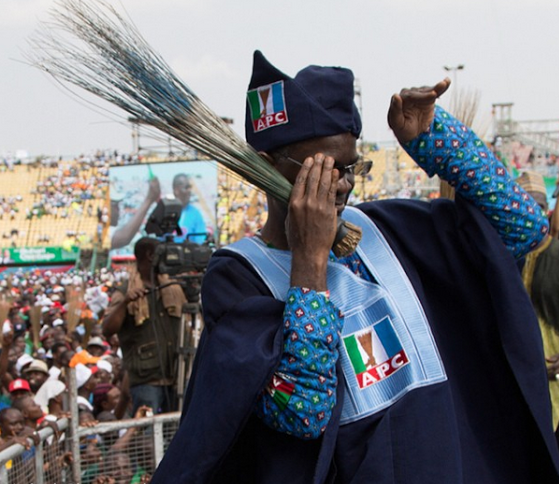 Gov Fashola Dances Shoki. lol