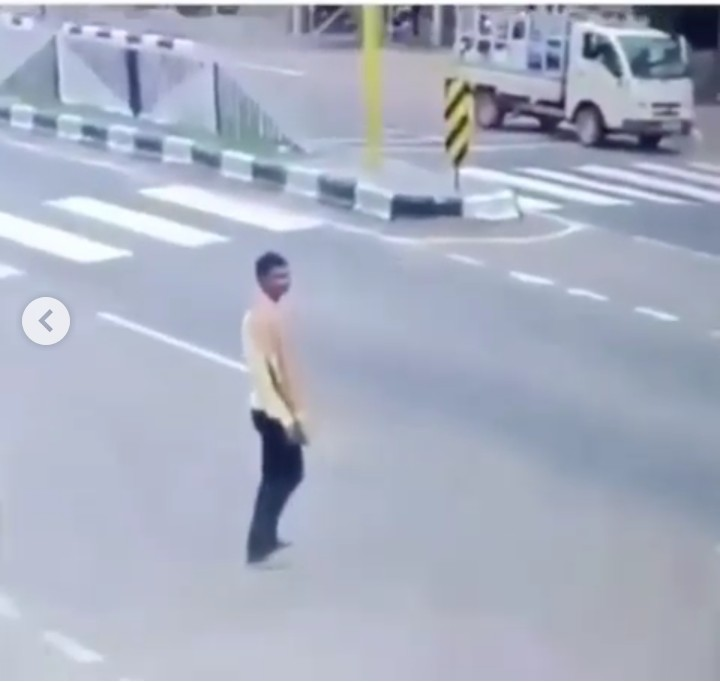 Man Commits Suicide By Allowing A Truck Crush Him To Death