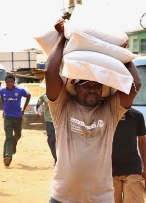 TB Joshua carrying 3 bags of rice